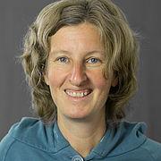 Frauke Haffer hat halblanges, mittelblondes Haar und lächelt freundlich.